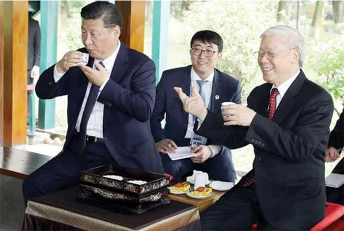 the politicians drink Vietnamese lotus tea
