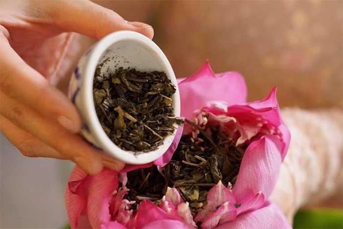 Vietnamese Lotuse tea has caffeine